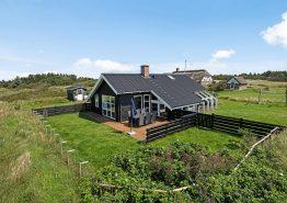 Skønt feriehus med gode terrasser og rolige omgivelser