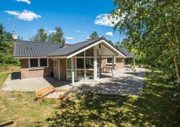 Einladendes Ferienhaus mit Whirlpool und Sauna