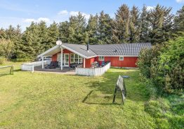 Dejligt børnevenligt hus med spa og sauna – tæt på golf og fiskesø. Kat. nr.: K6776, Klitrosevej 15;