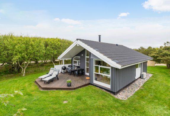 Dejligt sommerhus med brændeovn til 4 personer