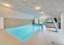 Stort renoveret poolhus med spabad, sauna og stor legeplads (billede 3)