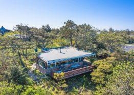 Sommerhus til 4 personer med flot beliggenhed midt i naturen (billede 1)