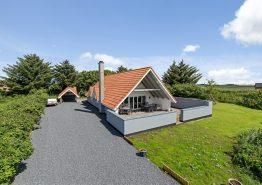 Ferienhaus auf großem Rasengrundstück für 8 Personen