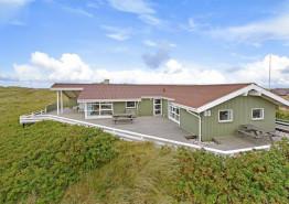 Dejligt træsommerhus med udsigt til Vesterhavet. Kat. nr.:  i0109, Holmsborgvej 80;