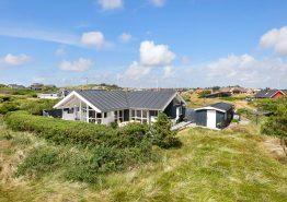 Helles und gepflegtes Ferienhaus in Søndervig mit schöner Terrasse (Bild 1)