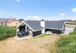 Charmerende feriehus med brændeovn og vaskemaskine. Kat. nr.:  i6182, Hjelmevej 57;