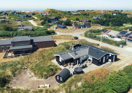 Charmerende feriehus med brændeovn og opvaskemaskine (billede 1)