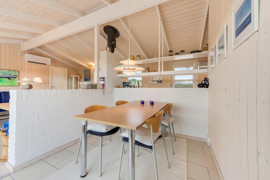 gem tliches ferienhaus mit kamin und sch ner terrasse esmark. Black Bedroom Furniture Sets. Home Design Ideas