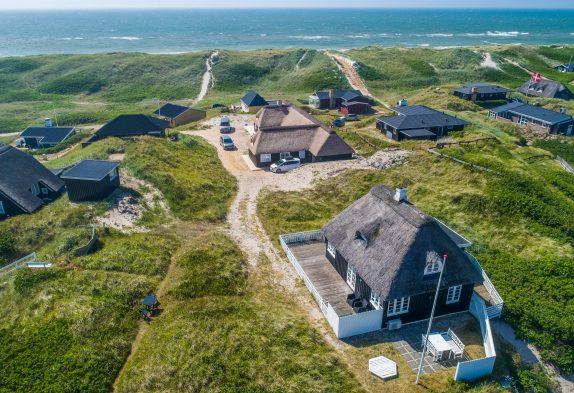 Charmerende træhus med fantastisk strandnær beliggenhed