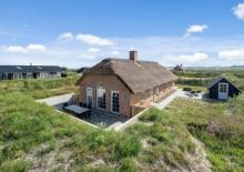 Ferienhaus m. Kamin, Reetdach und geschlossener Terrasse