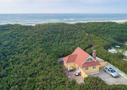 Dejligt feriehus med skøn terrasse og unik beliggenhed (billede 1)