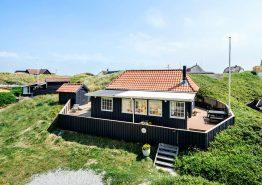Charmerende feriehus med udestue i første klitrække