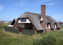 Haus mit Reetdach & schöner Terrasse im Hjelmevej