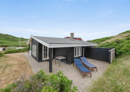 Hyggeligt feriehus til 4 personer kun 50 meter fra Vesterhavet. Kat. nr.:  i6614, Lodbergsvej 43;