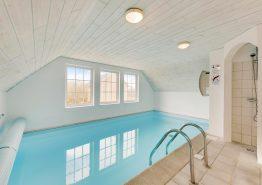 Poolhaus für 10 Personen mit Whirlpool, Sauna und einem Tischkicker (Bild 3)