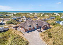 Schönes Poolhaus mit Aktivitätsraum – nur 150m vom Meer entfernt