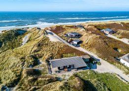 Schönes Holzhaus mit Whirlpool, besondere Lage – nur 100 m zum Strand