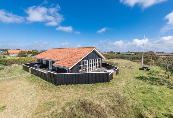 Dejligt feriehus med spa og sauna, tæt på hav og fjord, hund tilladt