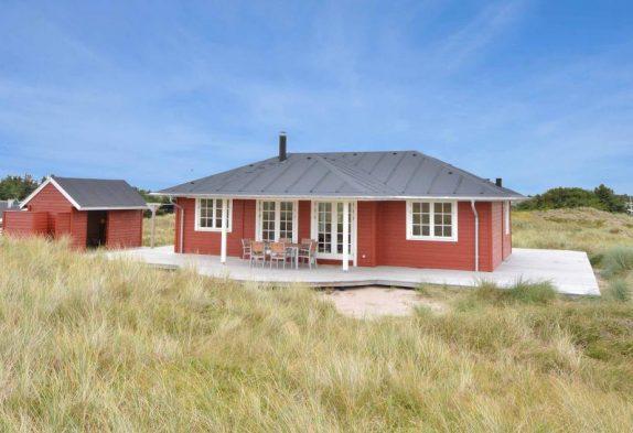 Romantisk sommerhus i klassisk design tæt på Søndervig