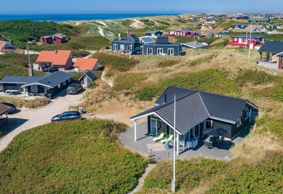 Haus mit Wärmepumpe, Blick auf Dünen, nah am Strand