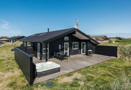 Ferienhaus mit geschlossener Terrasse & Außenwhirlpool